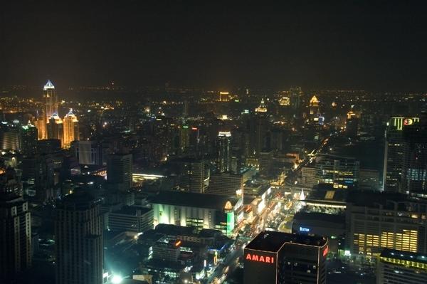 Ночной вид из окна в Baiyoke Sky Hotel (71 этаж)